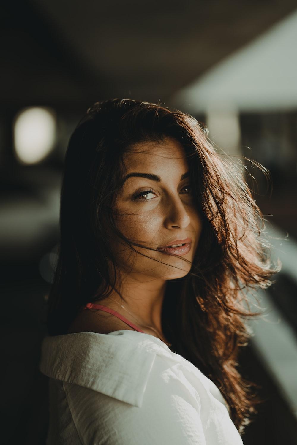woman wearing white shirt