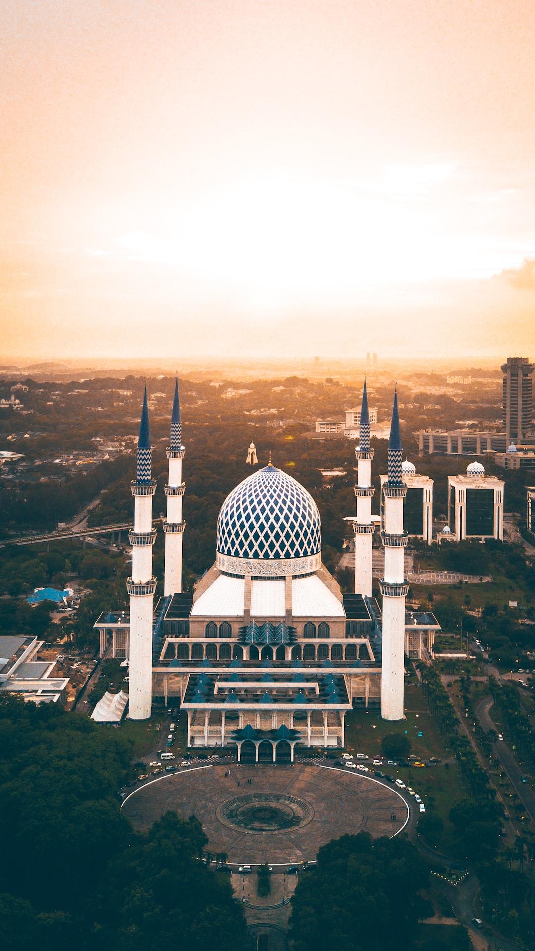 Sultan Salahudin Abdul Aziz Shah Mosque at Sunset