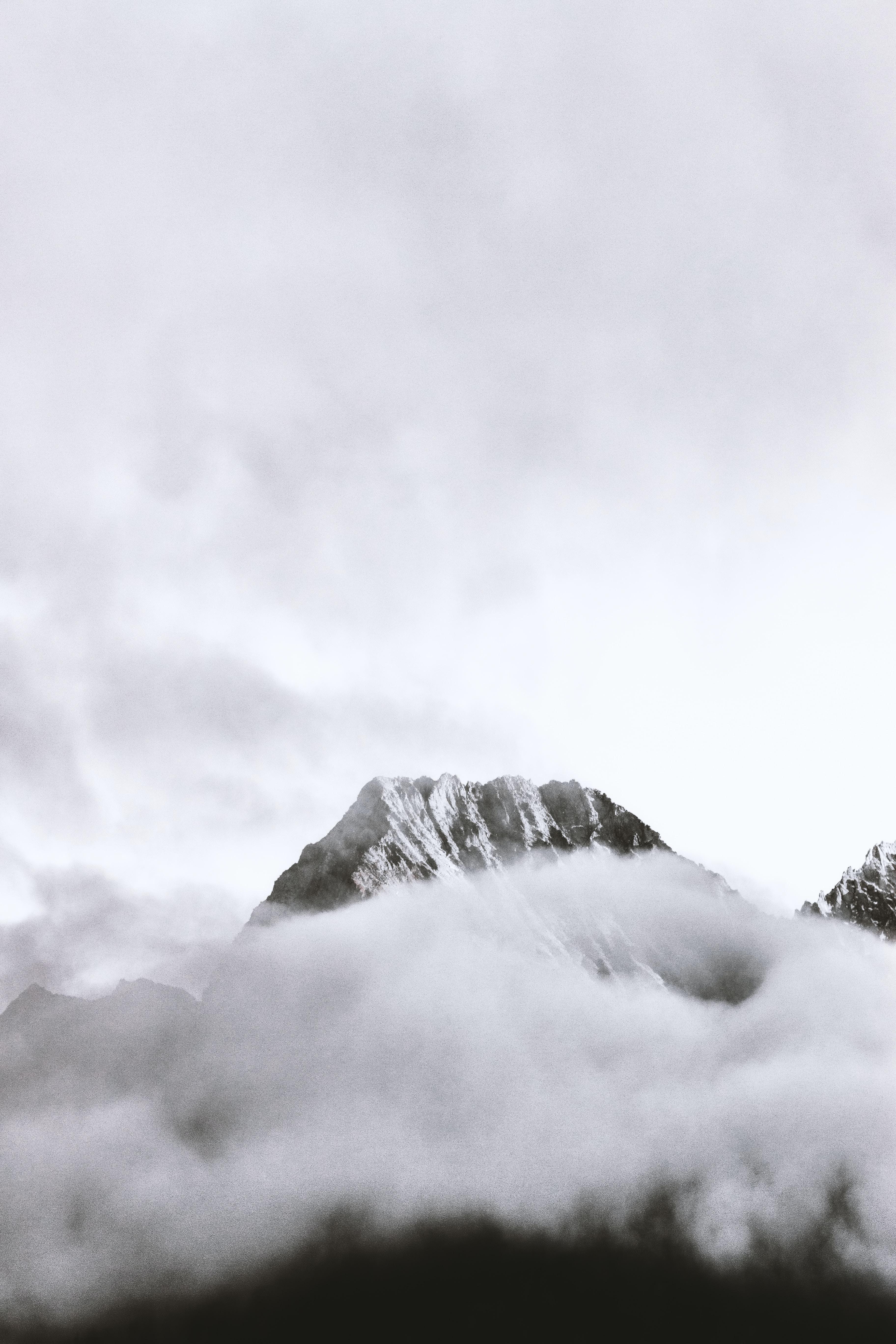 foggy mountain photography