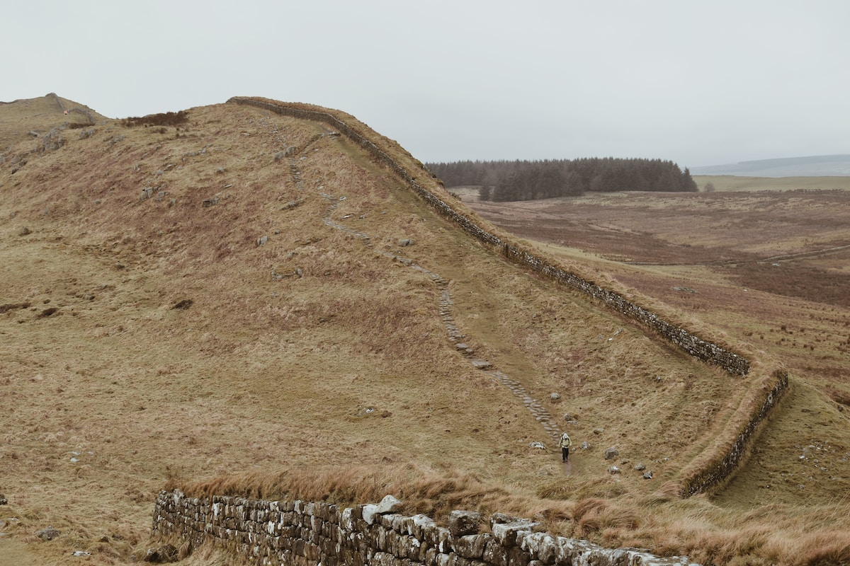 hadrian's wall runs through Cumbria