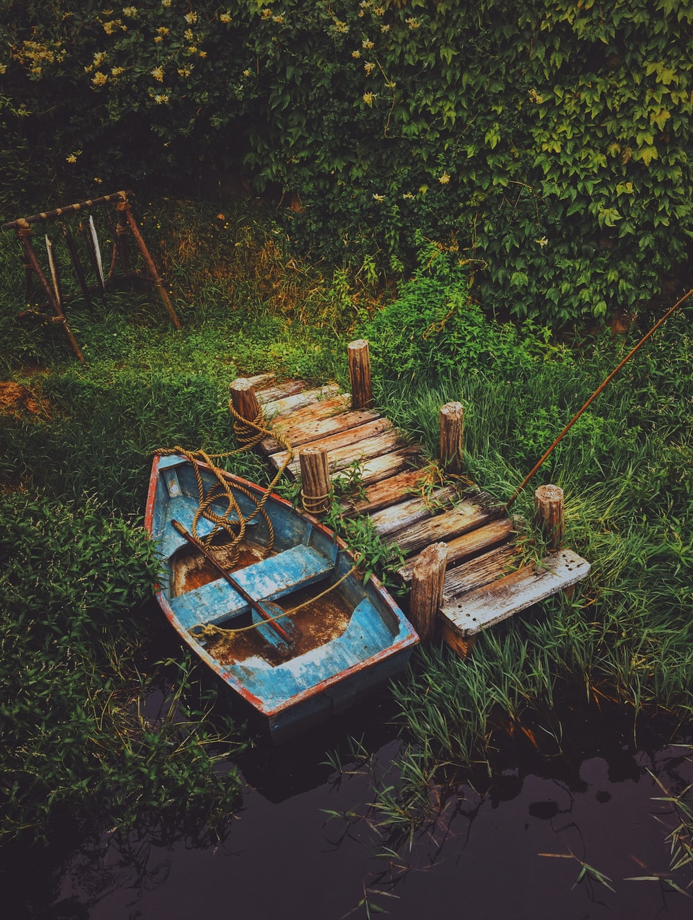 blue and brown canoe beside dock