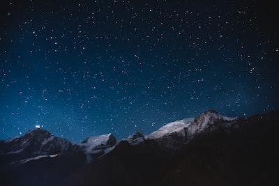 snow mountains under nightsky stars zoom background