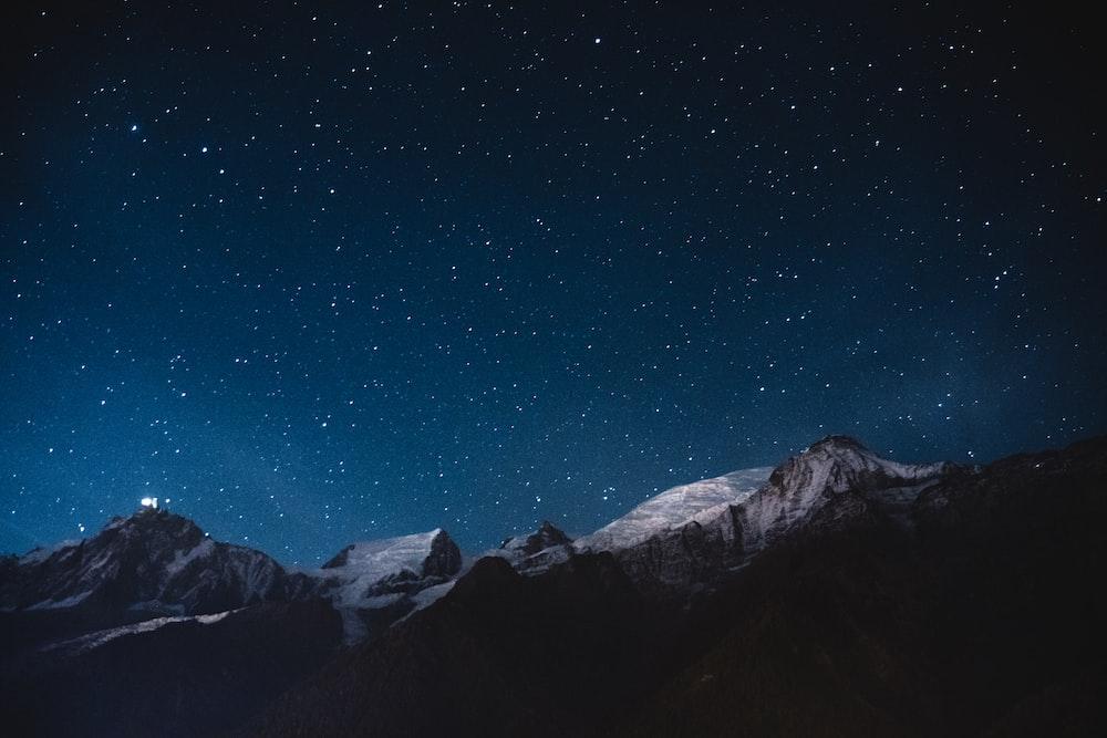 snow mountains under nightsky