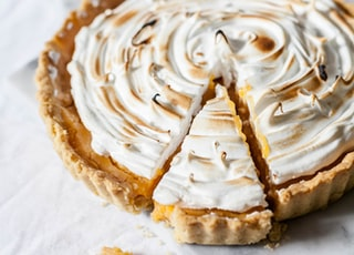 round sliced pie with cream