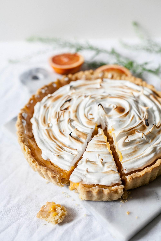 round sliced pie with cream