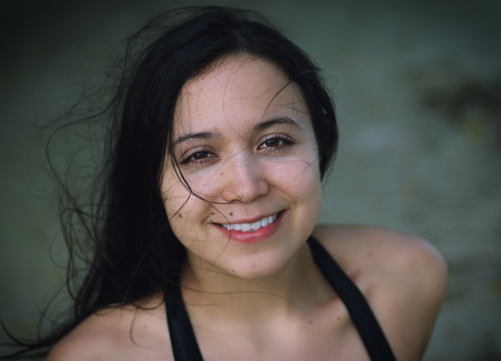 shallow focus photography of woman