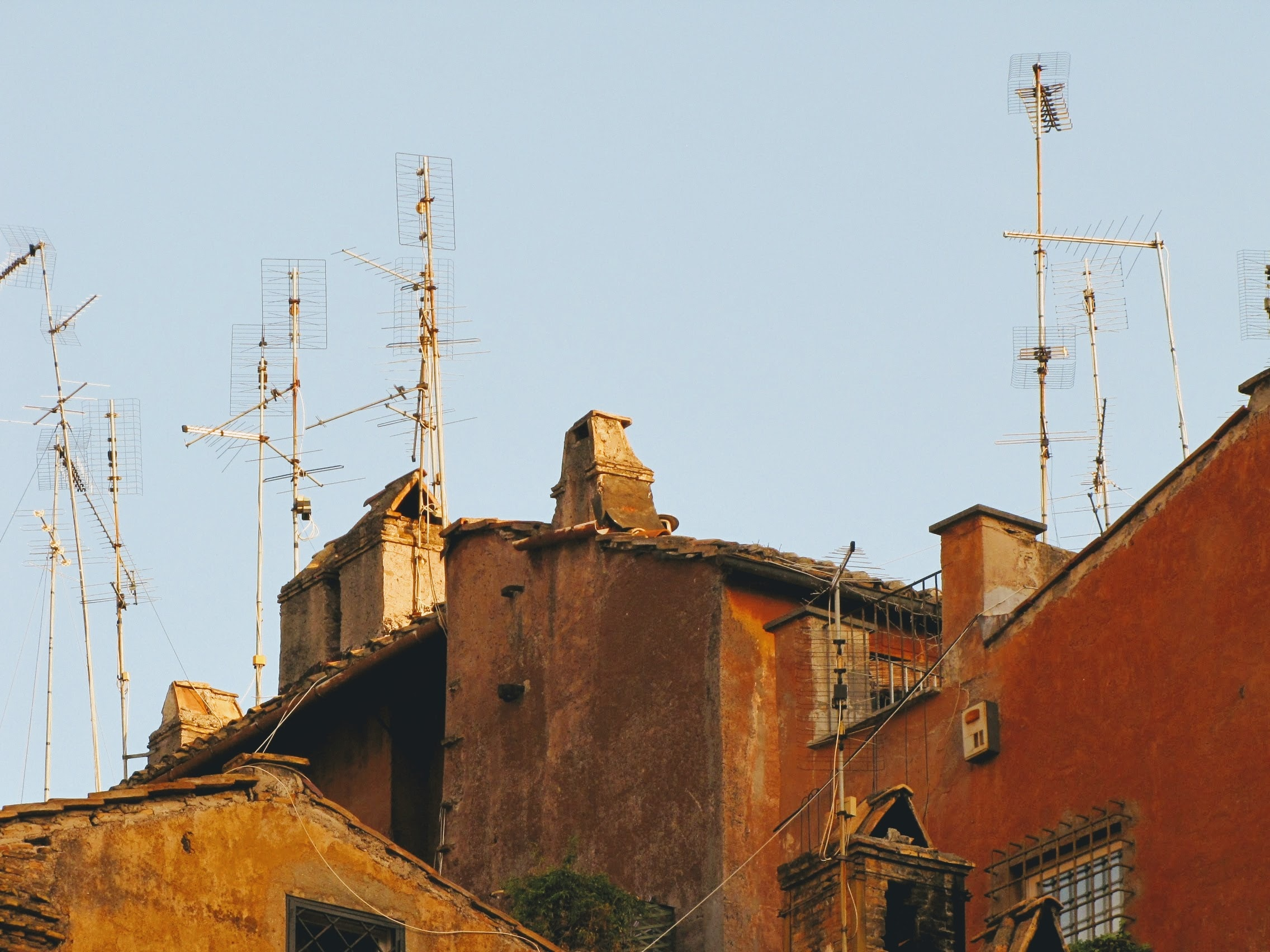 houses with antennas on the roofs