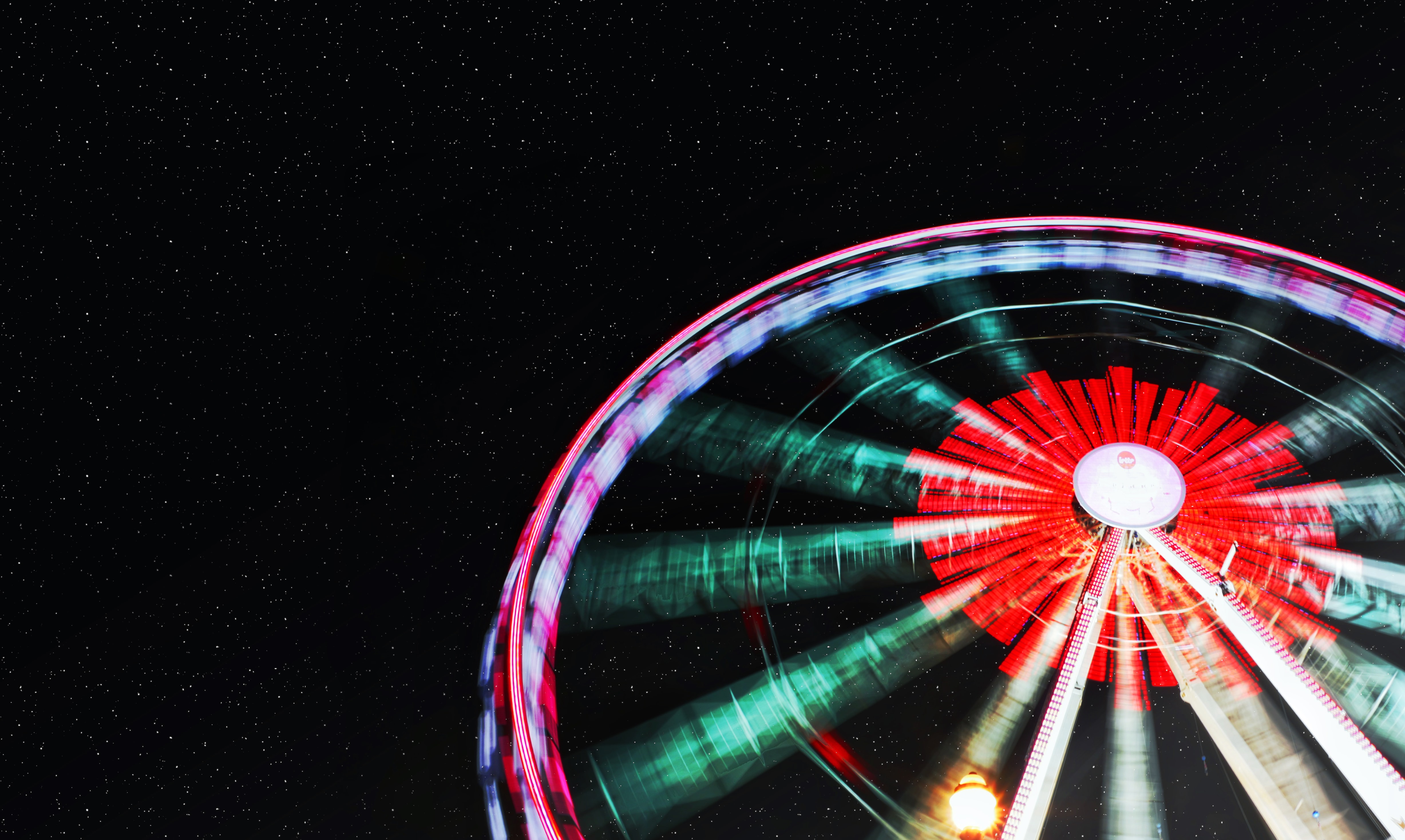 red and green Ferris wheel