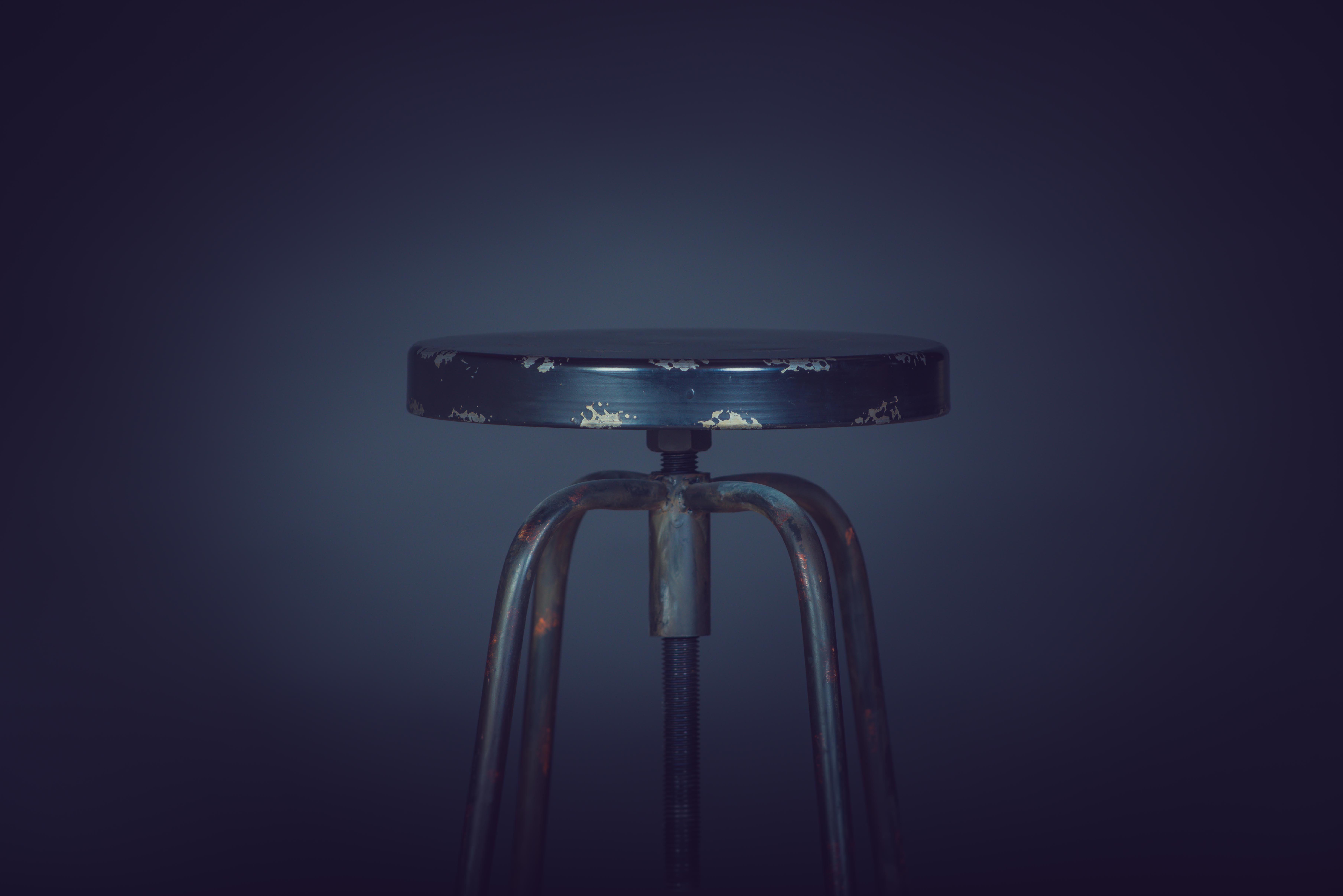 shallow focus photography of chair