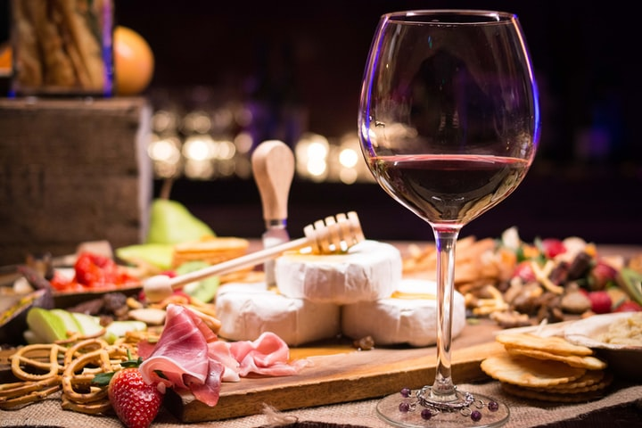 THE ULTIMATE WINE & CHEESE PARTY PLANNING TIPS