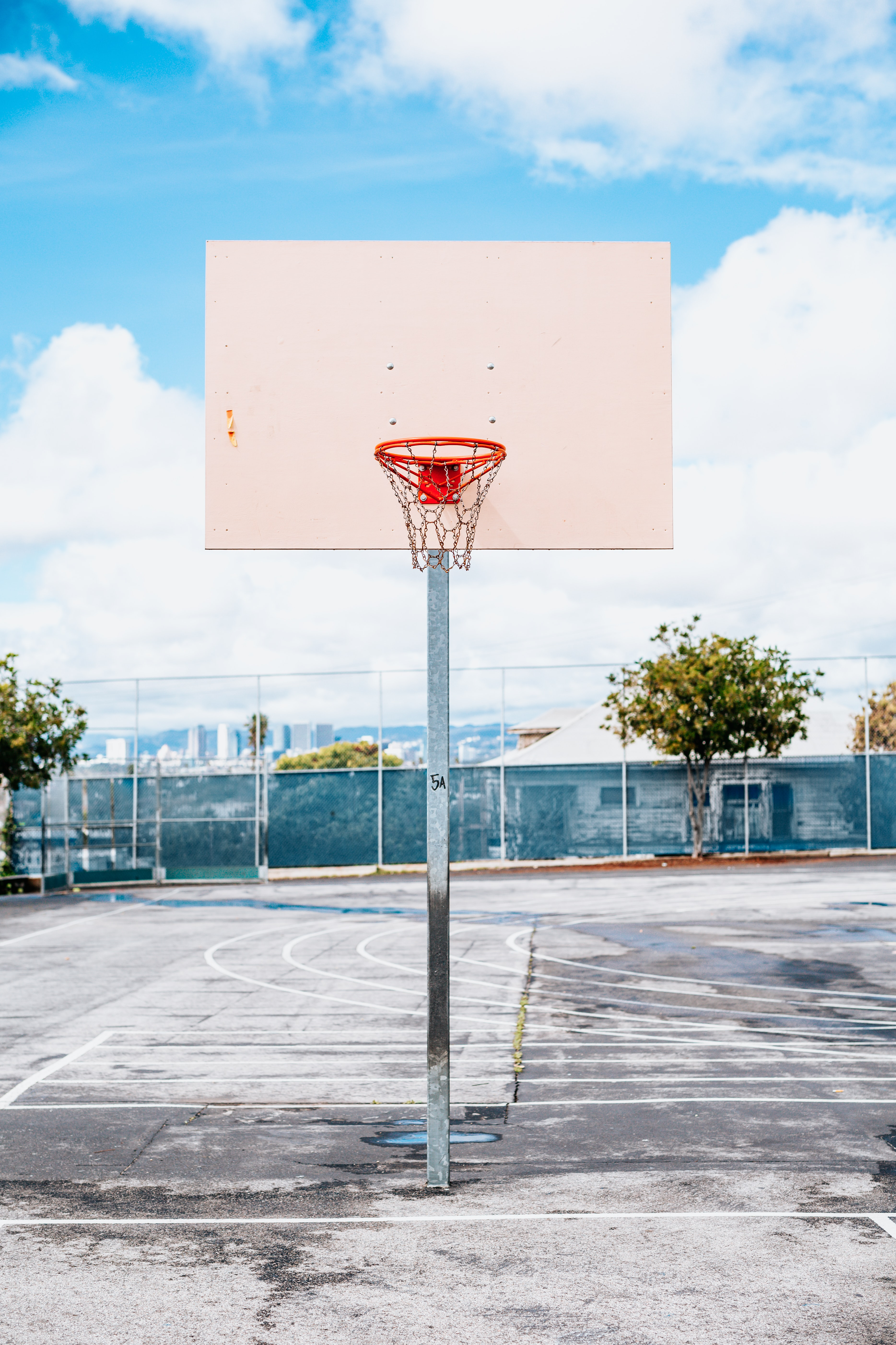 shallow focus of white and red basketball hoop
