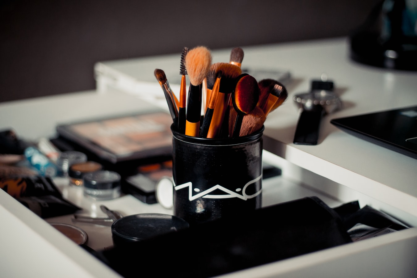 Check out How To Shop For The Best Makeup Brushes at https://makeuptutorials.com/how-to-shop-for-the-best-makeup-brushes/