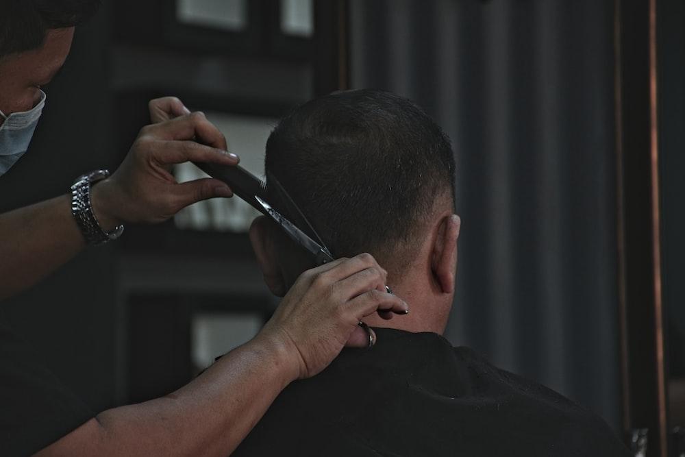 barber cutting man's hair