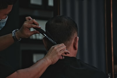 barber cutting man's hair