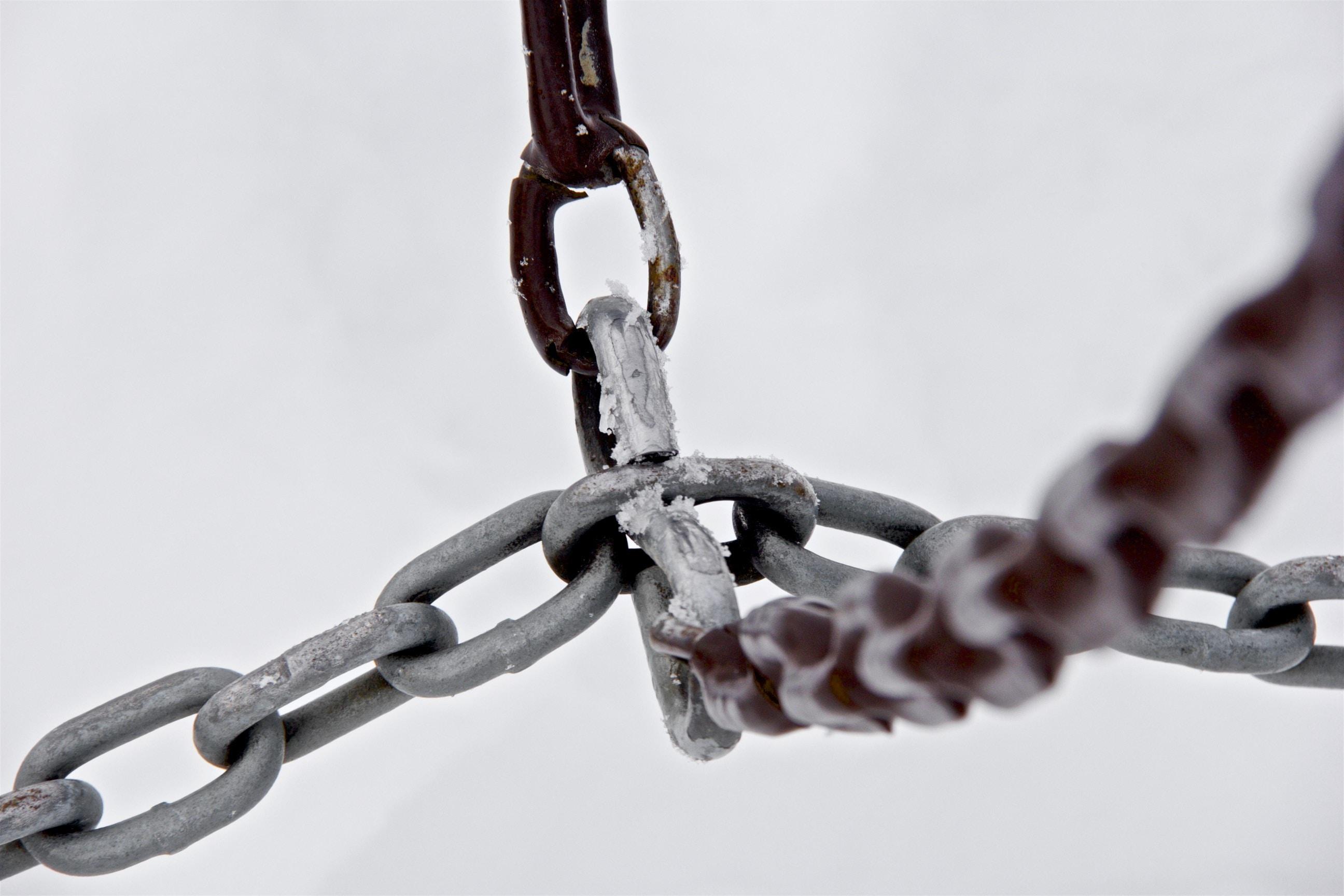 selective focus photograph of gray metal chains