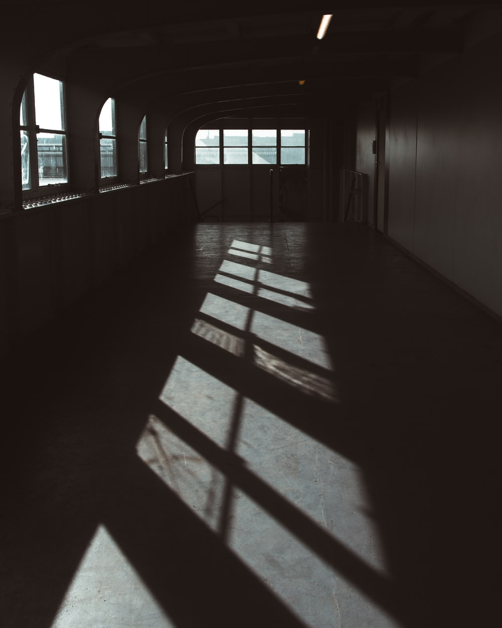 photography of dimmed room at daytime
