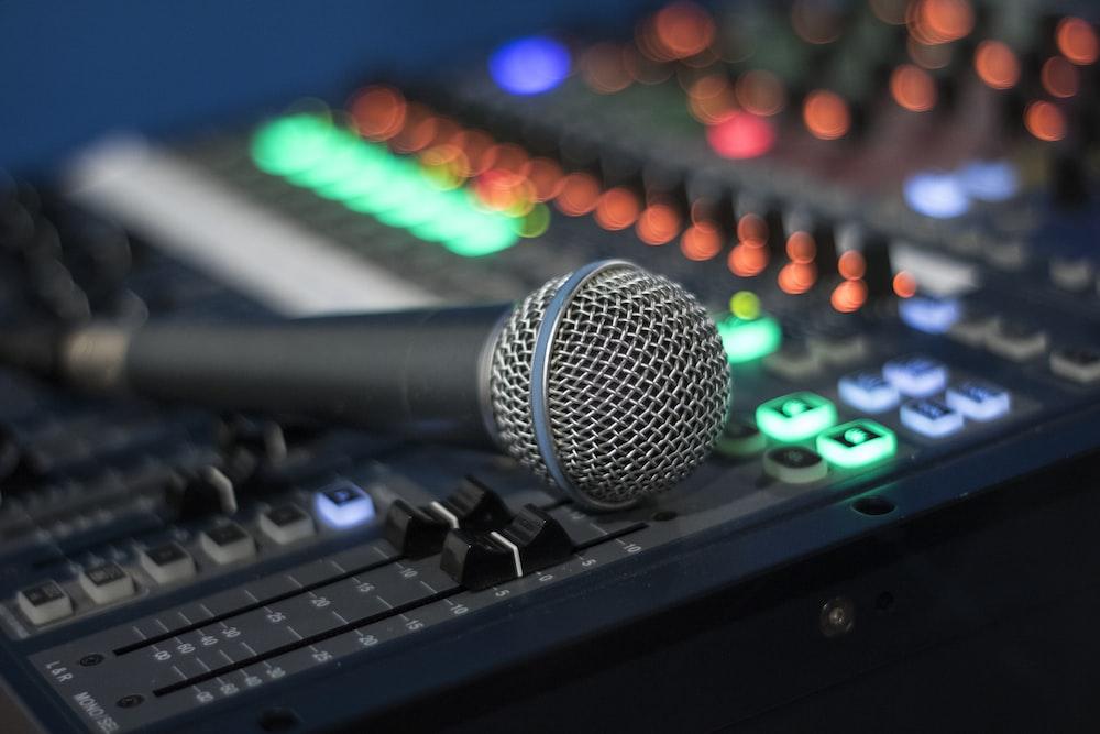 microphone on DJ controller