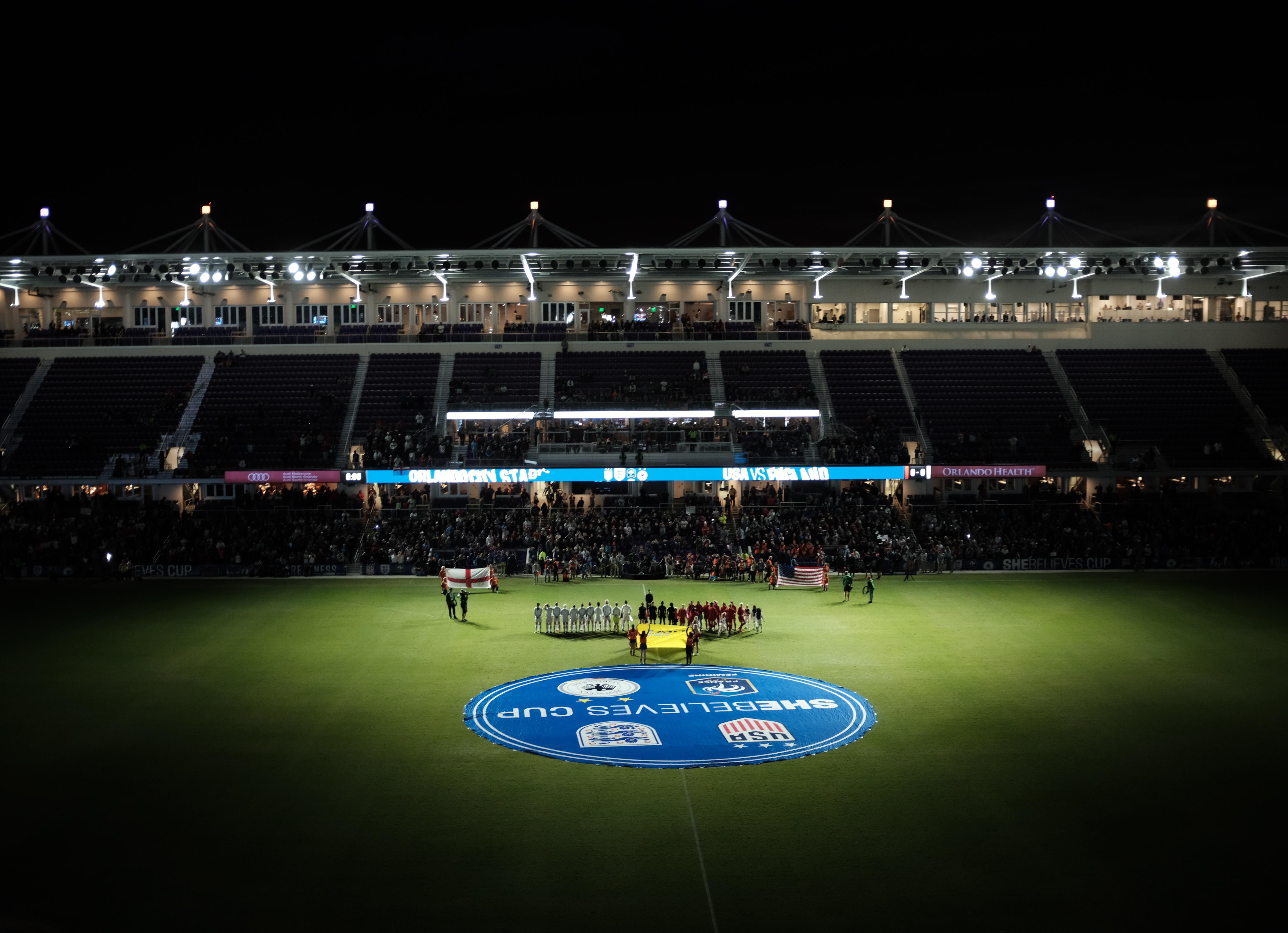 players line on soccer stadium