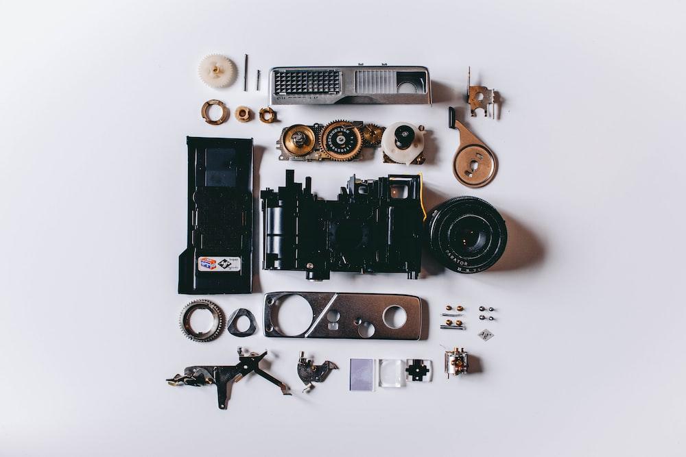 グレーとブラックの金属製電子機器ロット