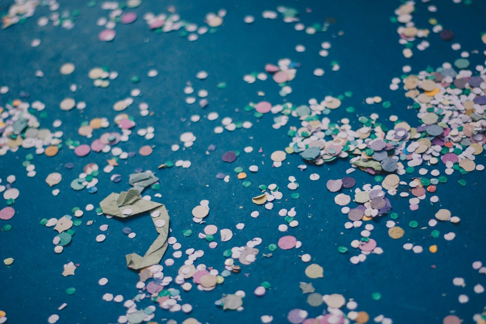 selective focus photography of paper dot