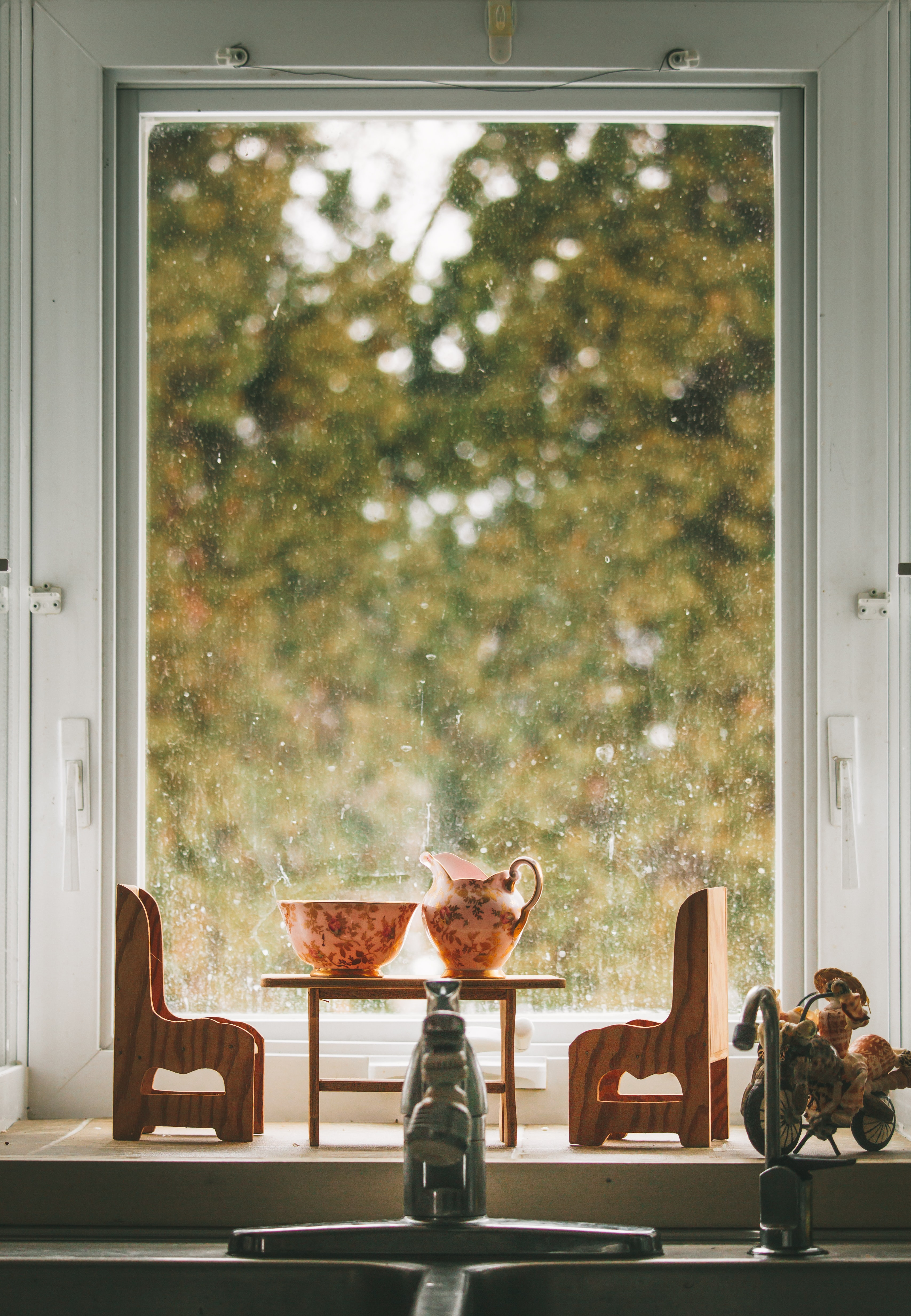 miniature chairs and table near window