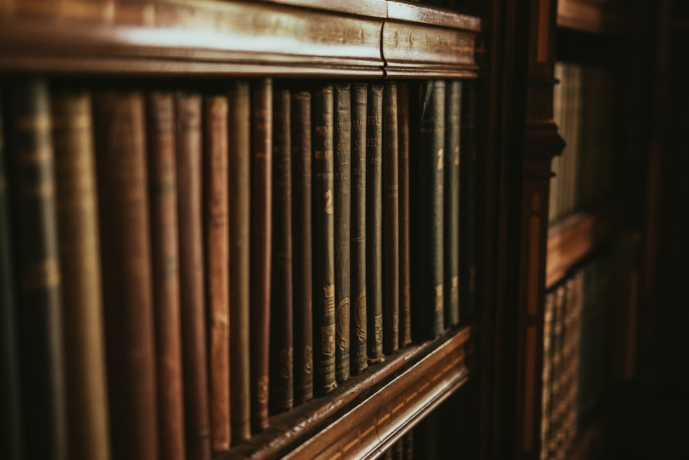 close-up photography of bookcase