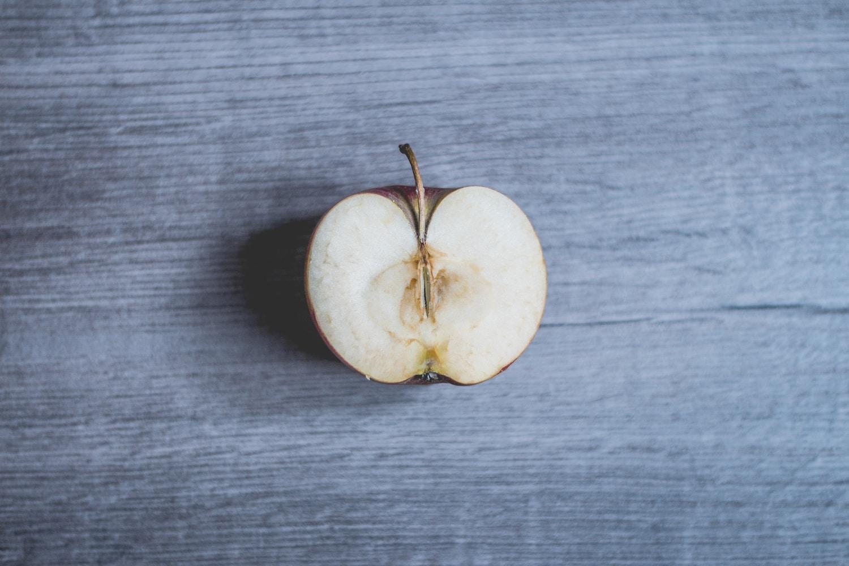 manzana cortada y lavada