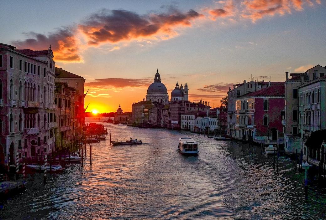 Venice Gondalas - Romantic Experience