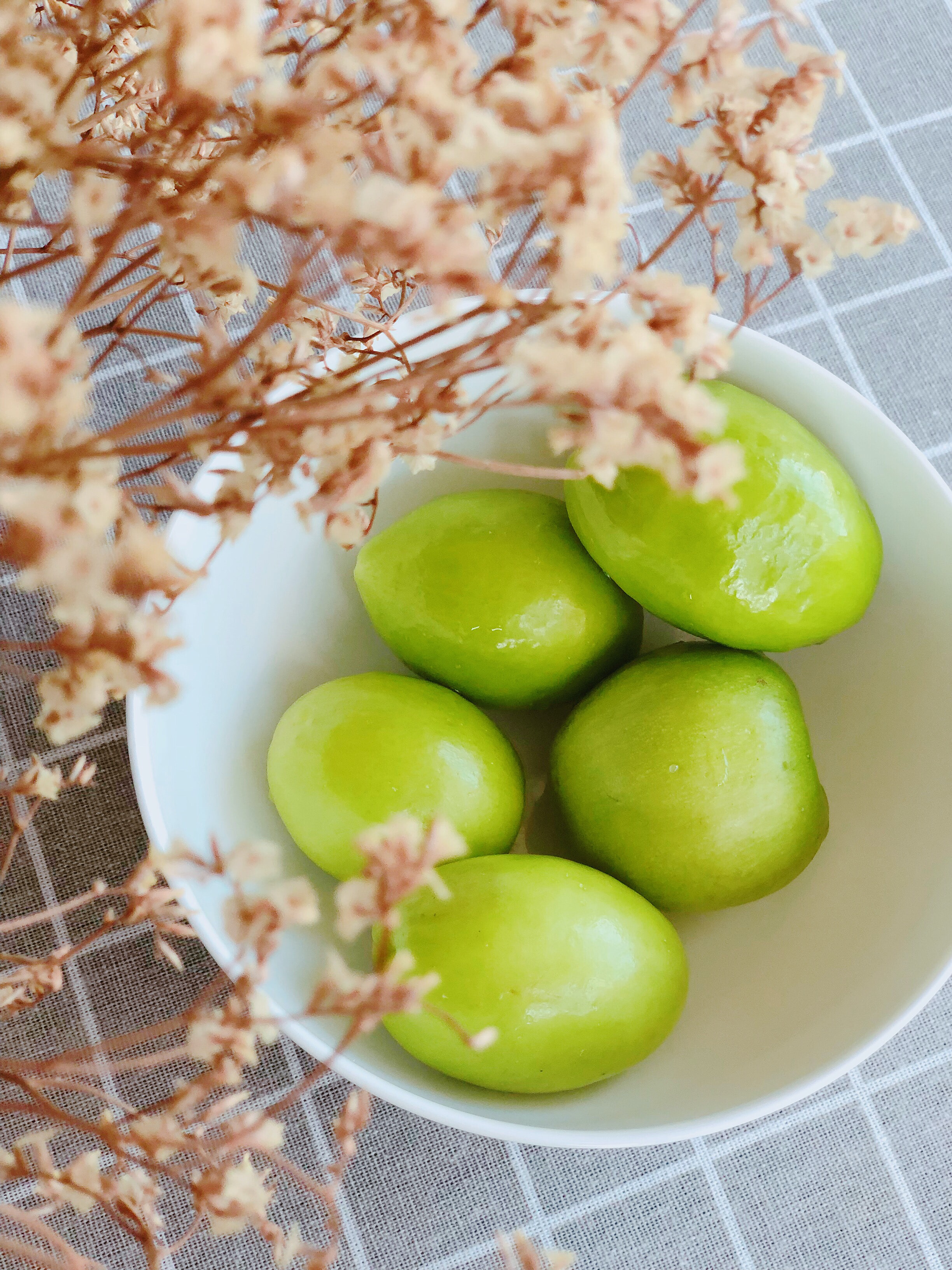 five limes in bowl