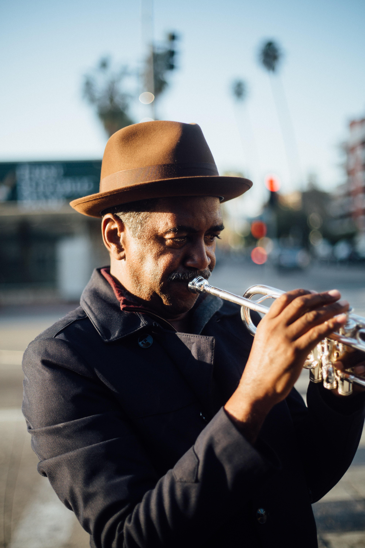 man playing trumpet during daytime