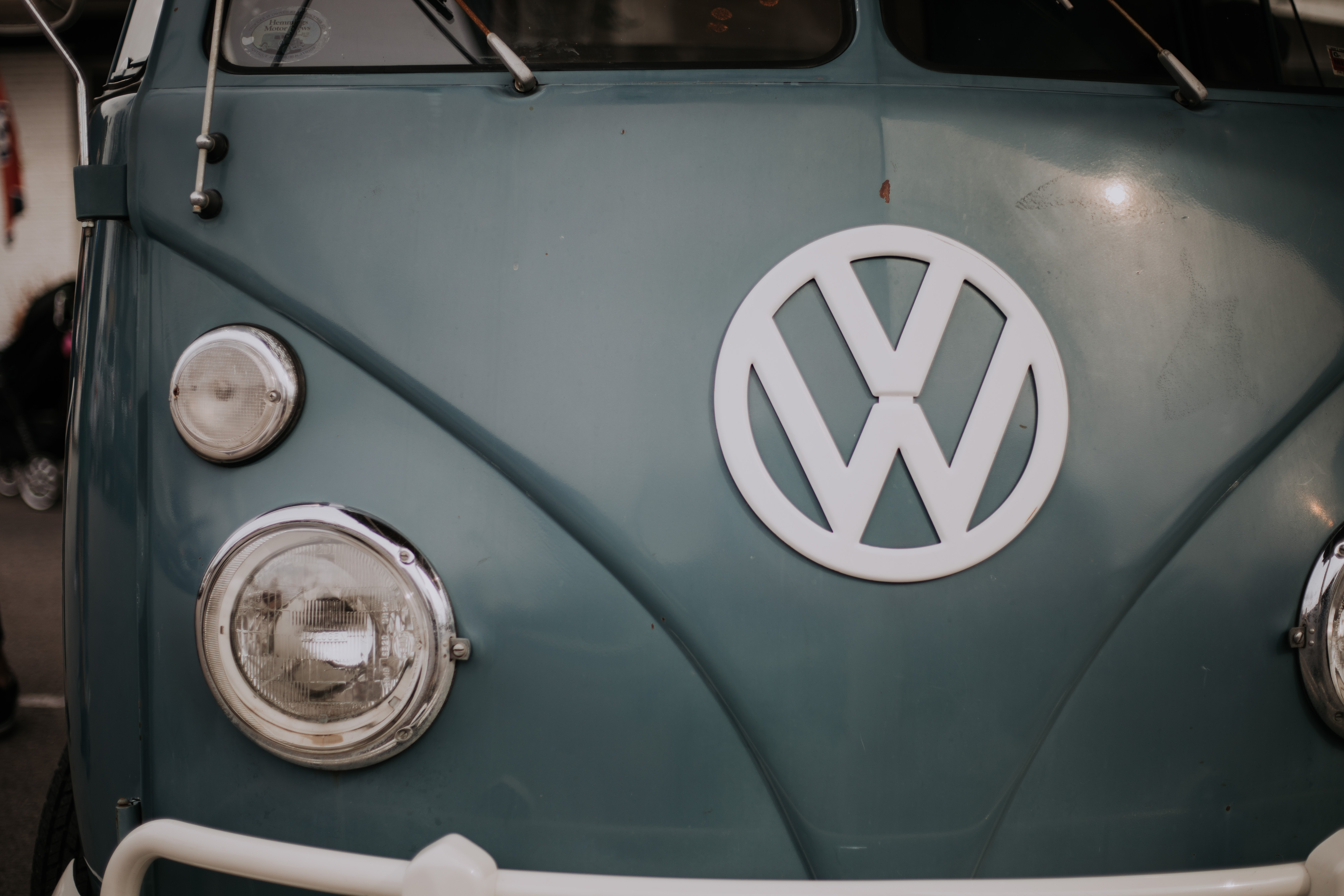 closeup photo of gray Volkswagen vehicle