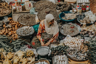 woman selling fruits at the market