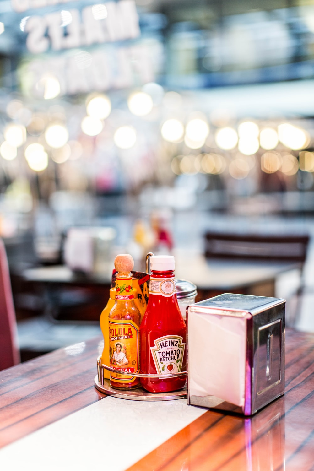 Heinz tomato ketchup bottle in shallow focus photography