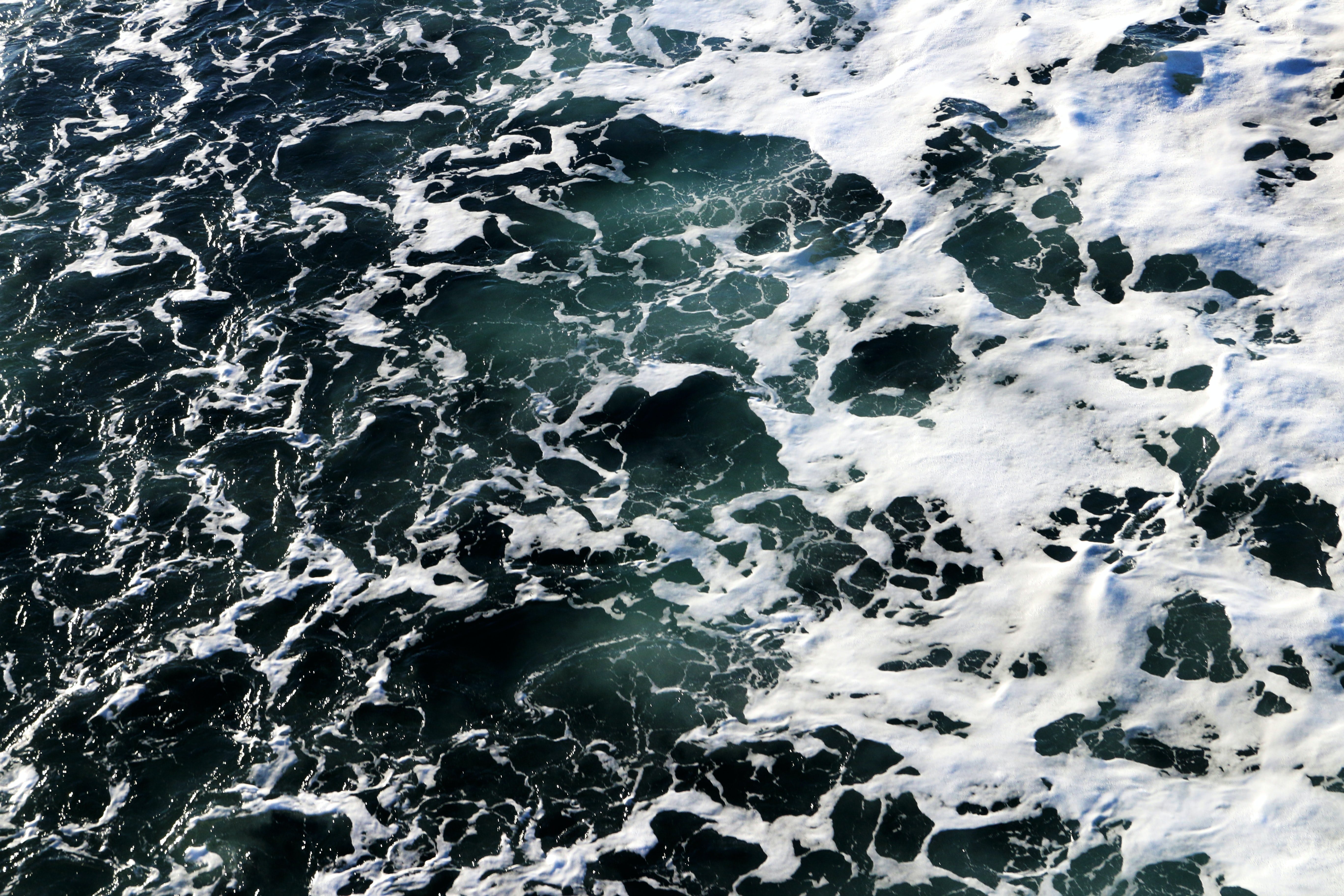 close up photography of sea wave