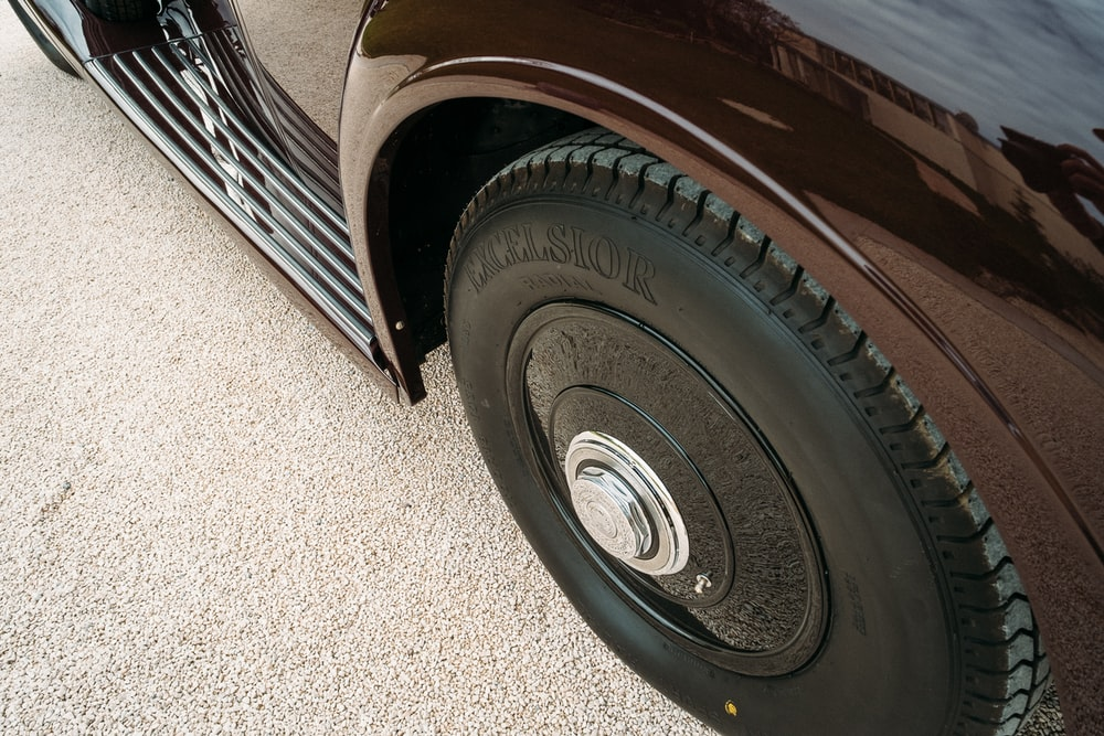 vehicle wheel with tire