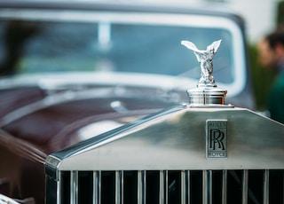 shallow focus photography of Rolls Royce emblem