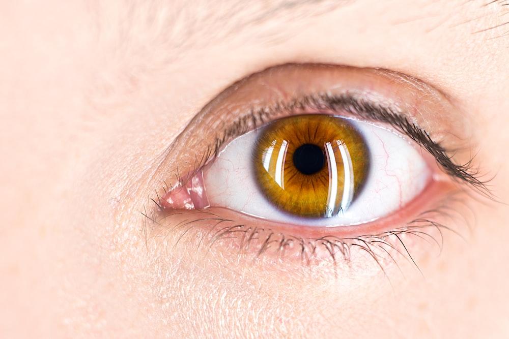 left human eye open