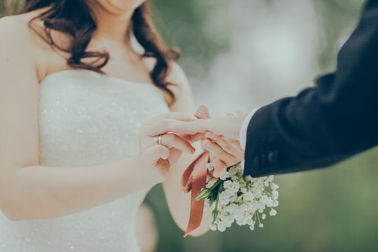 10 ways to save on a wedding