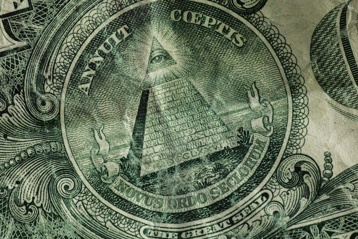 Photograph of the pyramid on a dollar bill.