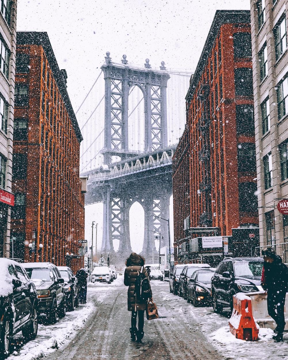 woman facing towards Brooklyn Bridge in New York