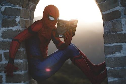 Alerta aos pais: Sony pretende lançar Homem-Aranha bissexual em próximo filme