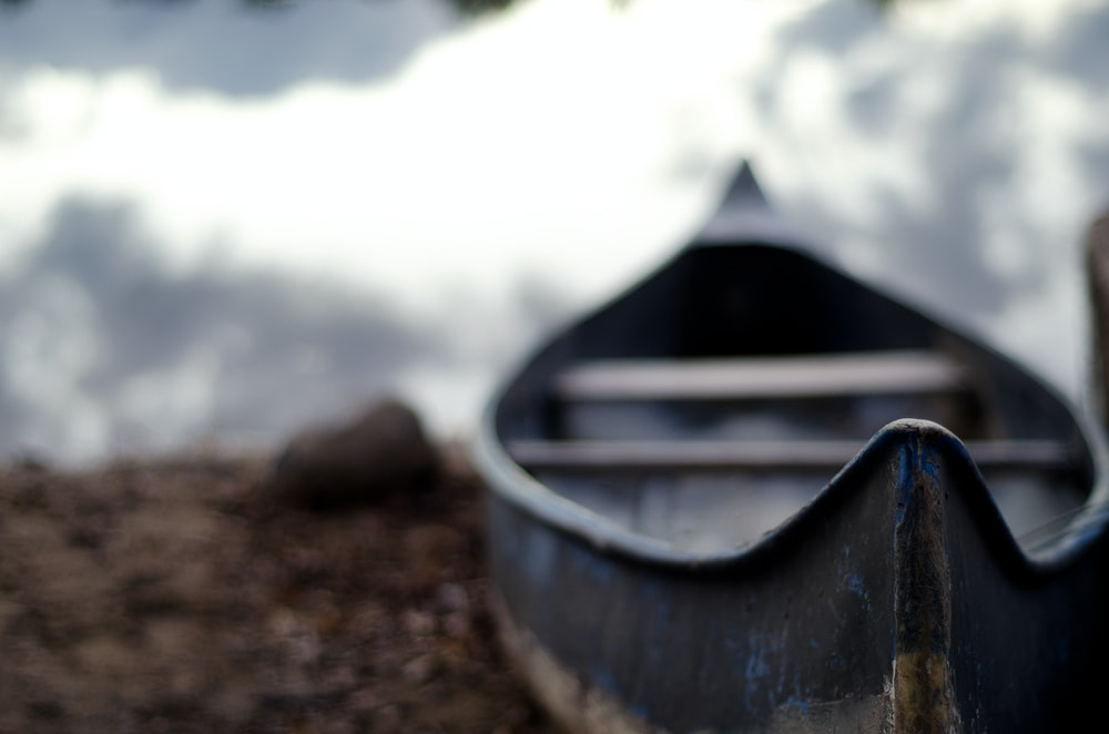 close-up photography of gray boat