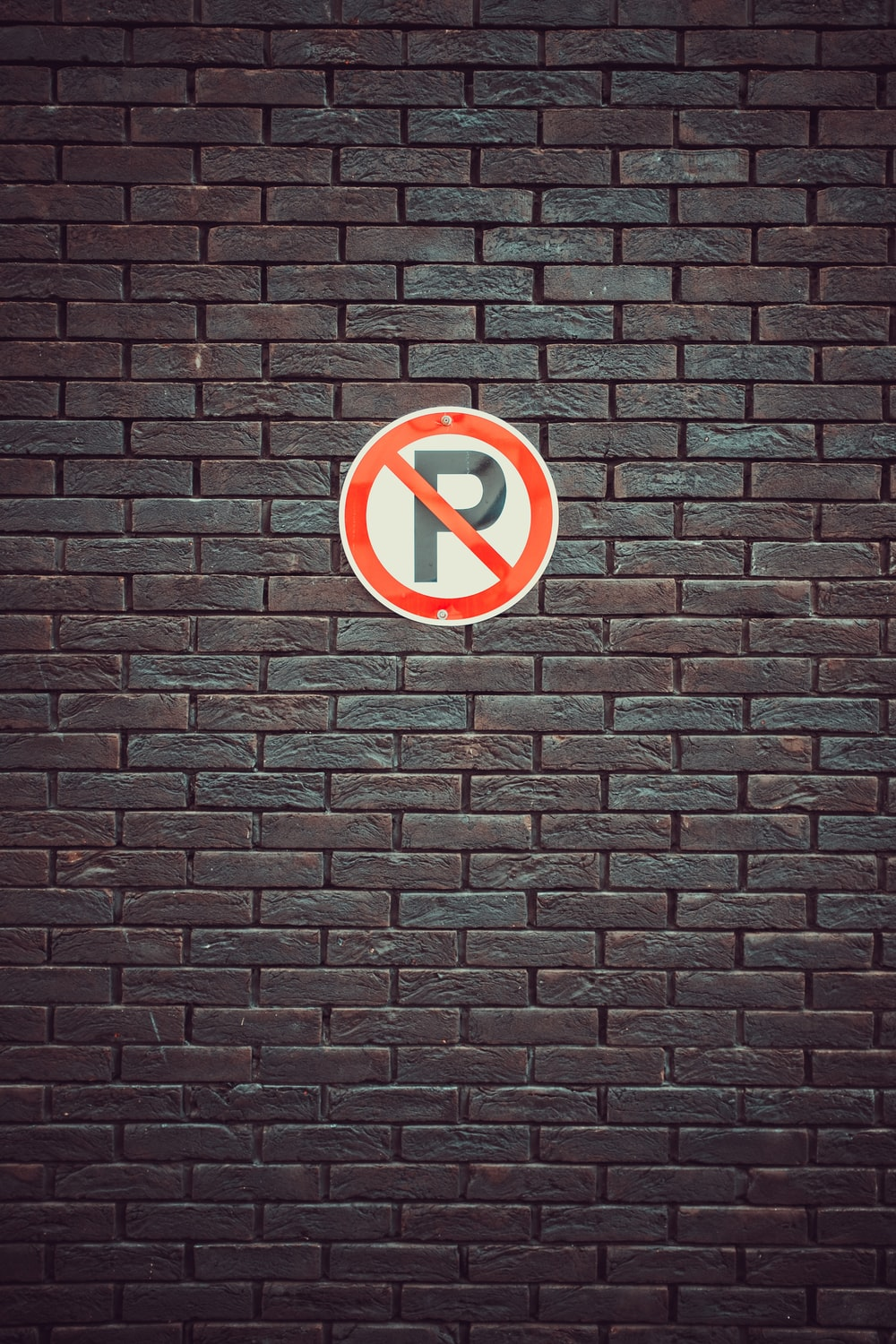 No parking signage on wall