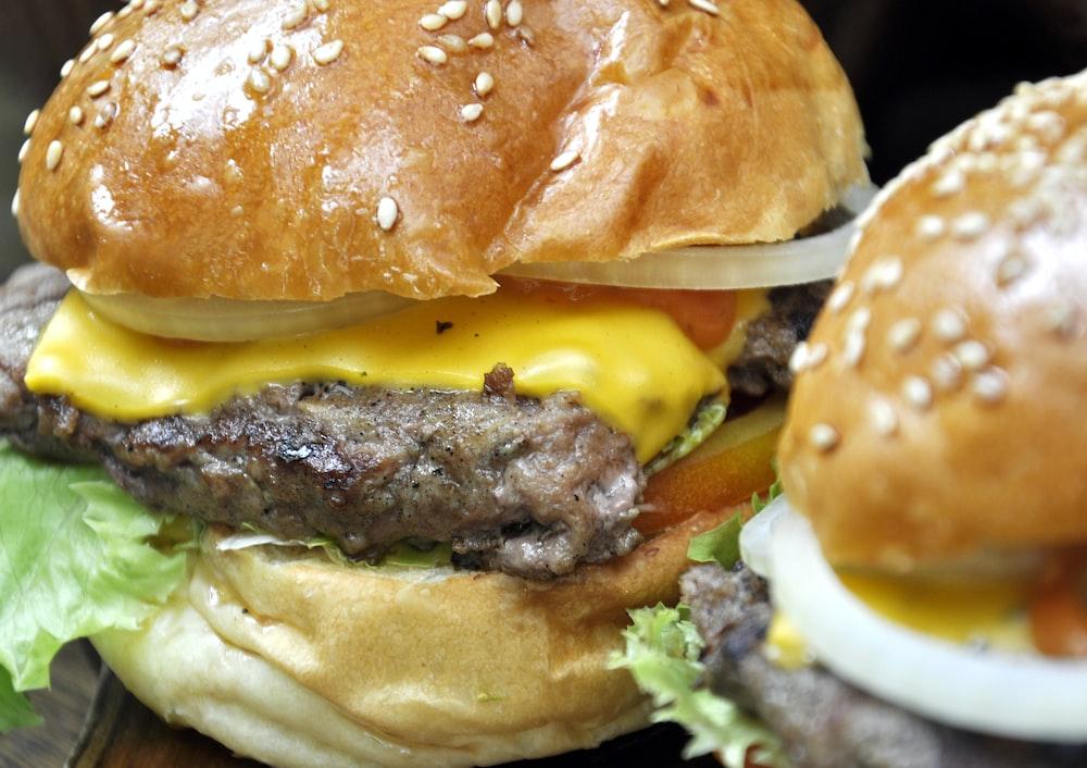 close-up photo cheeseburger