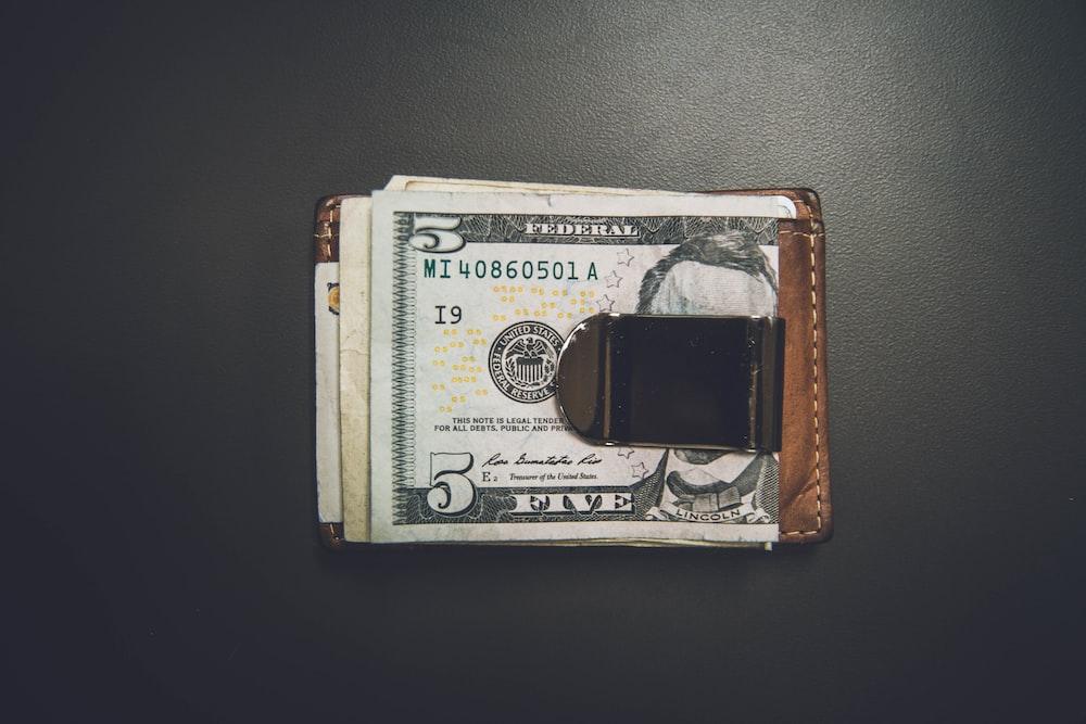 5米ドル紙幣,マネークリップ,札ばさみ,財布,おすすめマネークリップ,メンズ財布,おすすめメンズマネークリップ,薄い,コンパクト財布,ミニマリスト,二つ折り財布