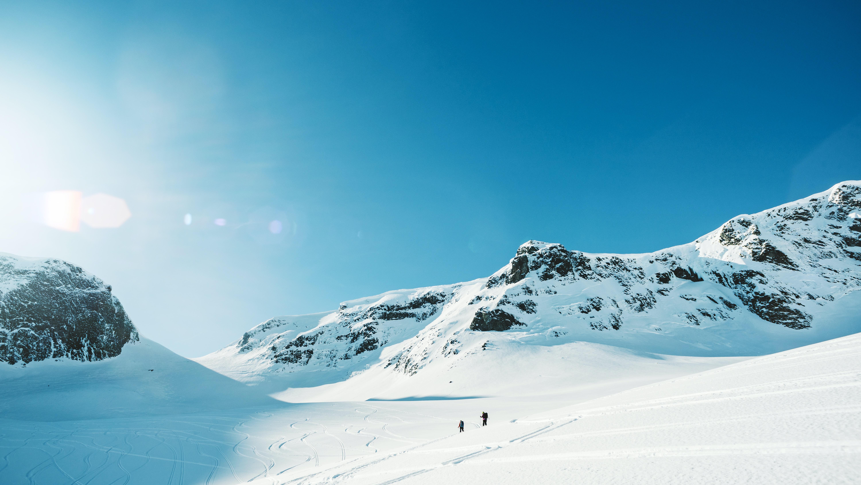 snow field landscape during daytime