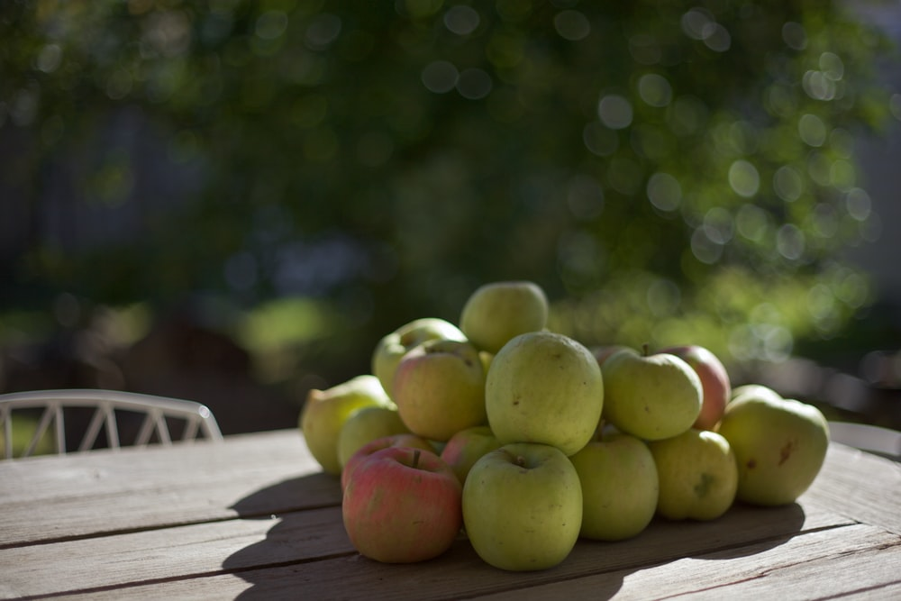 shallow focus photography of green apple lot