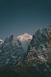 snowy mountain during daytime