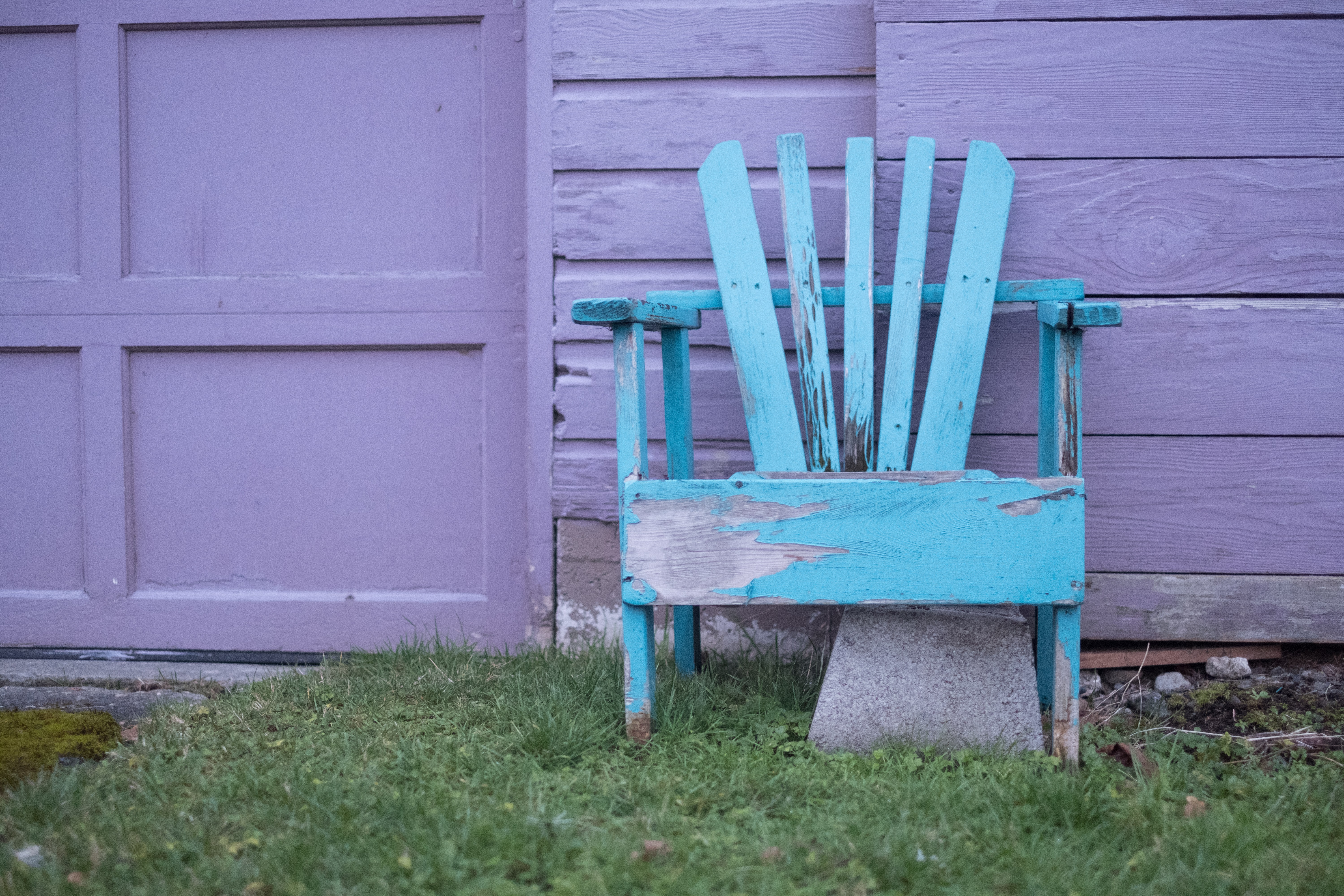 blue wooden lounge chair near door