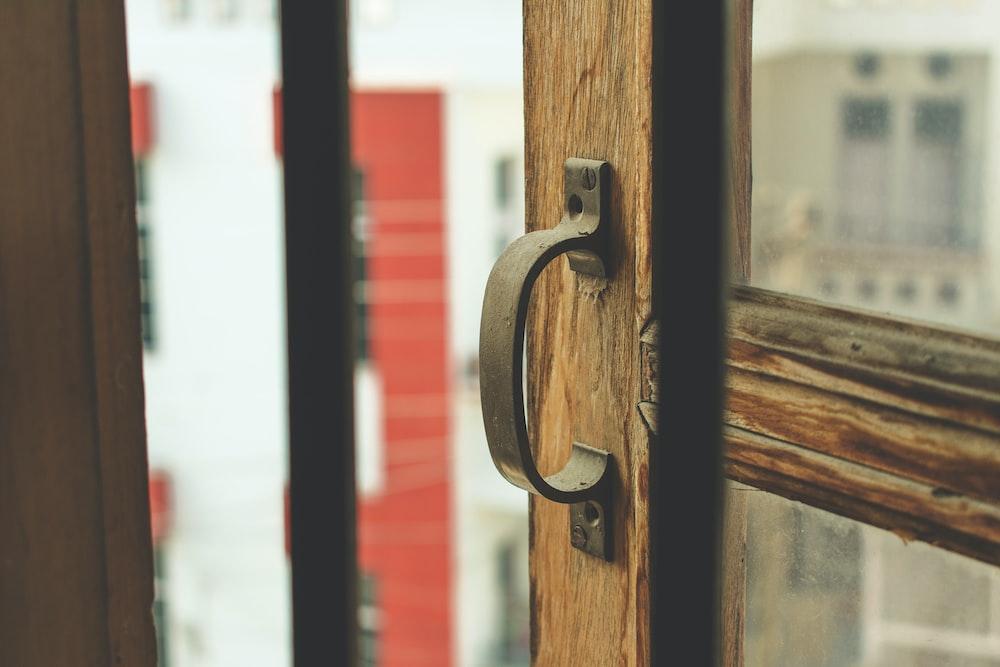 shallow focus photography of door handle